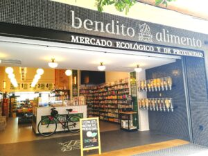 This is my favorite ecological store in Cádiz. Sometimes I drive by and take a walk inside the store without buying anything. Just because I think it is beautiful to look at, and it makes me happy
