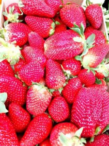MUST HAVE STRAWBERRIES..... yummy