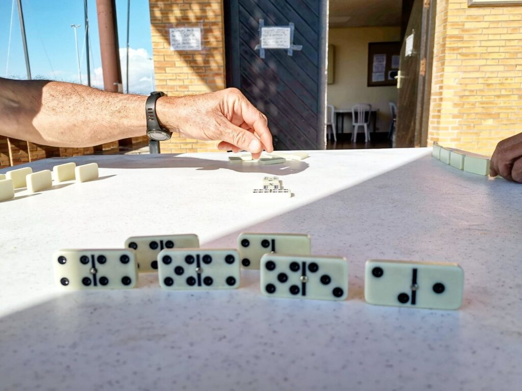 Playing Domino with the users